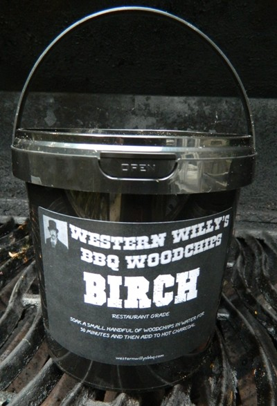 1 Litre Tub of Birch Western Willy's BBQ Woodchips